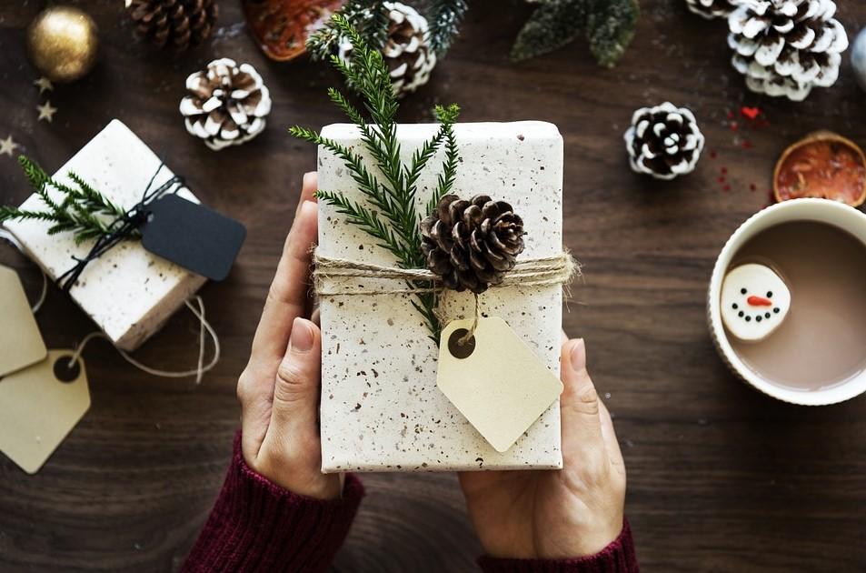 Cati bani cheltuie angajatii din judetul Tulcea pentru cadourile de Secret Santa