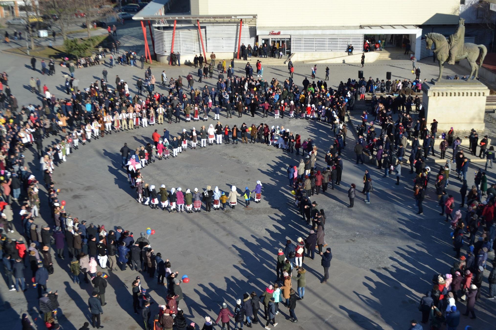 Ziua de 24 Ianuarie, sărbătorită cu Hora Unirii, folclor și bucate tradiționale, în Piața Civică