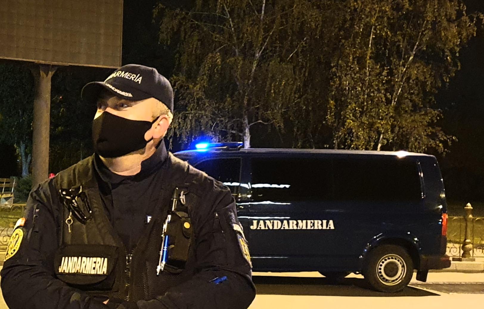 Un bărbat a cerut sprijinul jandarmilor, după ce a fost strâns de gât de fiul său